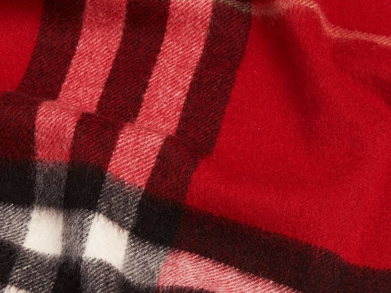 Parade red The Classic Cashmere Scarf in Check Parade Red - cell image 4