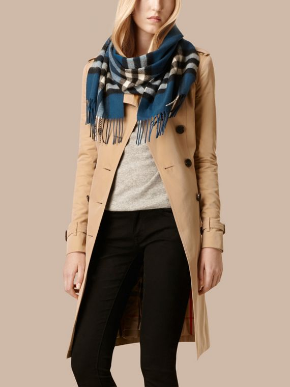 Marine blue The Classic Cashmere Scarf in Check Marine Blue - cell image 2