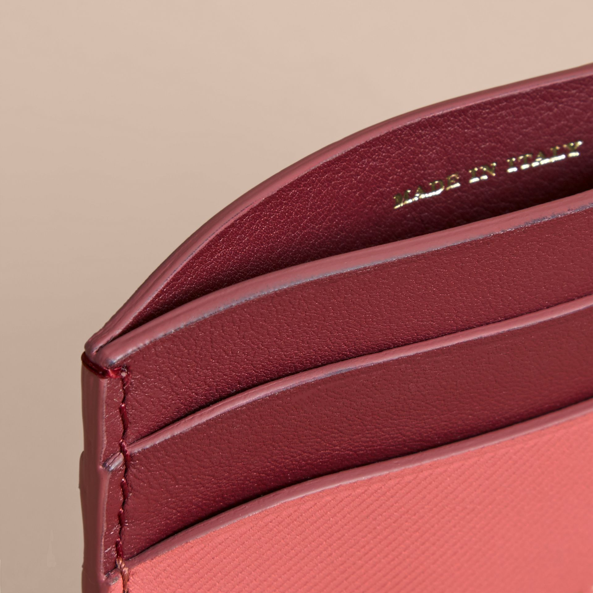 Two-tone Trench Leather Card Case in Blossom Pink/ Antique Red - Women | Burberry - gallery image 3