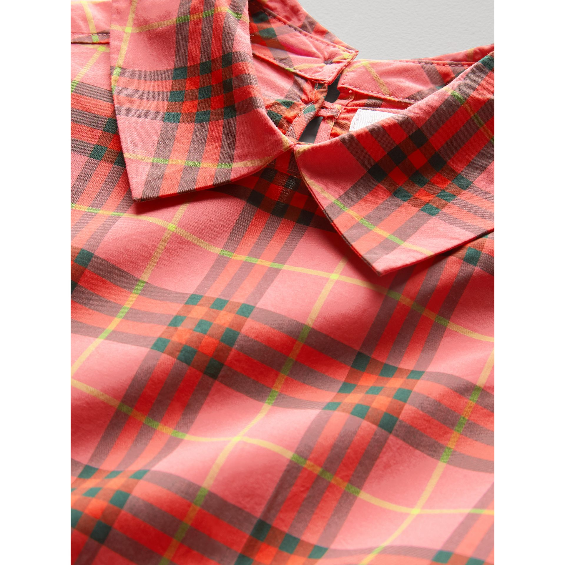 Robe à cordon de serrage en coton à motif check (Rouge Corail) - Fille | Burberry - photo de la galerie 1