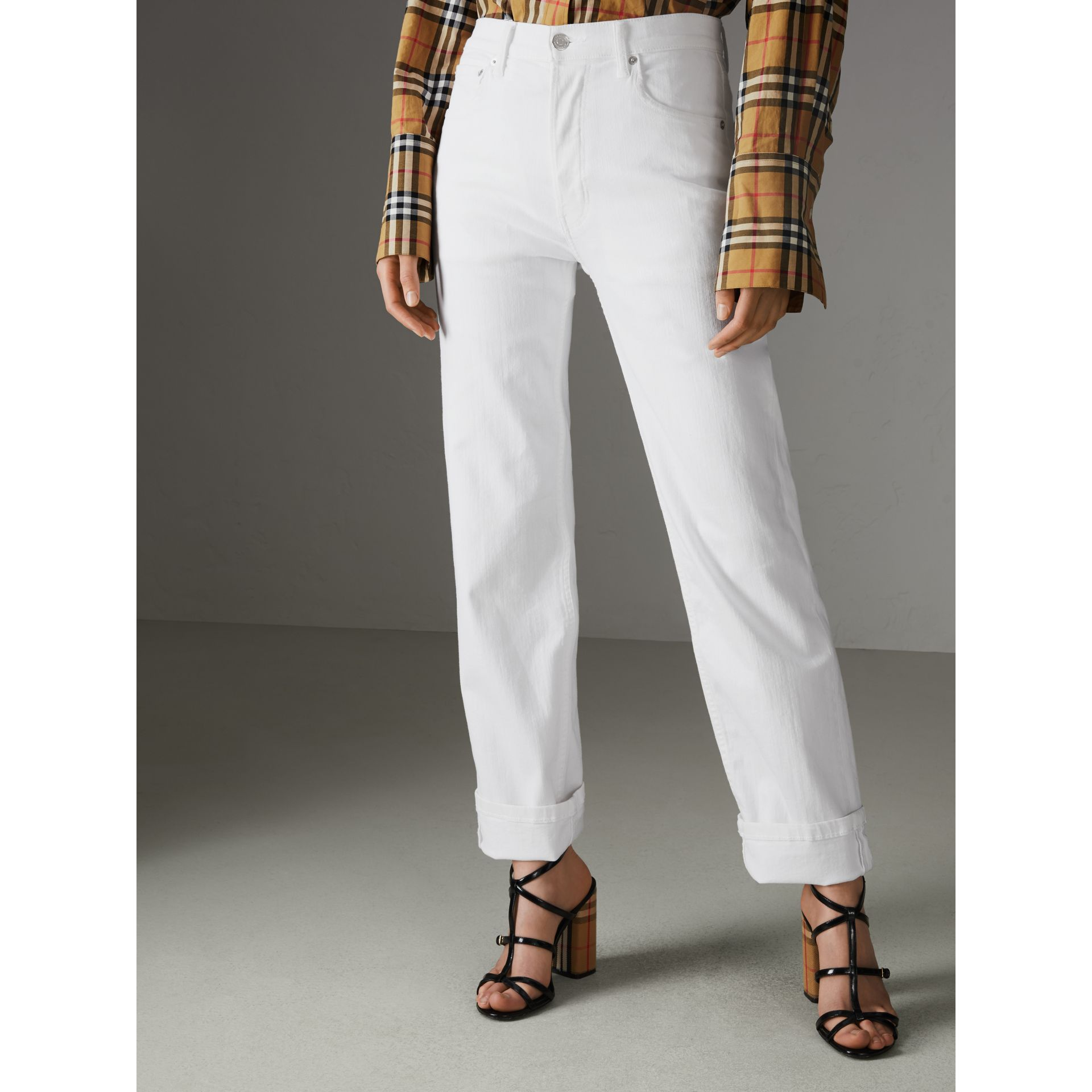 Jean de coupe droite en denim ultra-stretch (Blanc) - Femme | Burberry - photo de la galerie 6