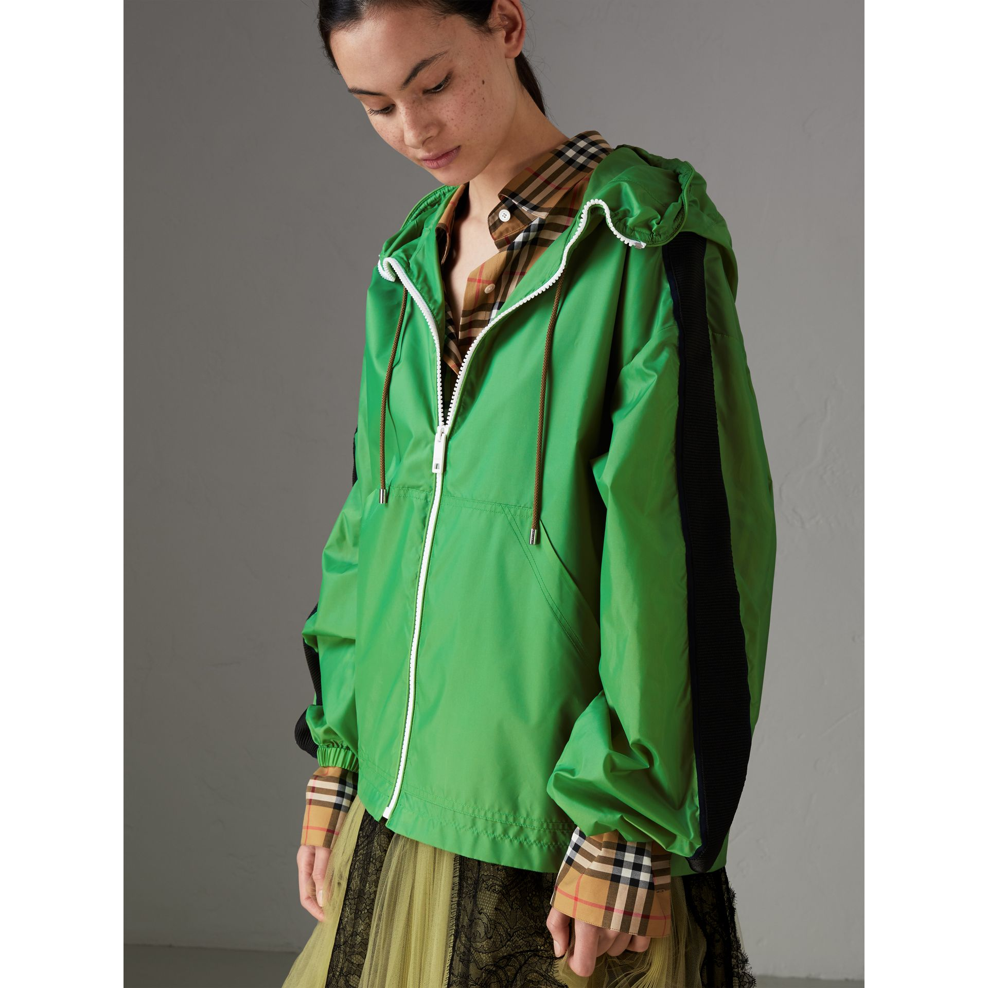 Stripe Detail Showerproof Hooded Jacket in Bright Pigment Green - Women | Burberry - gallery image 4