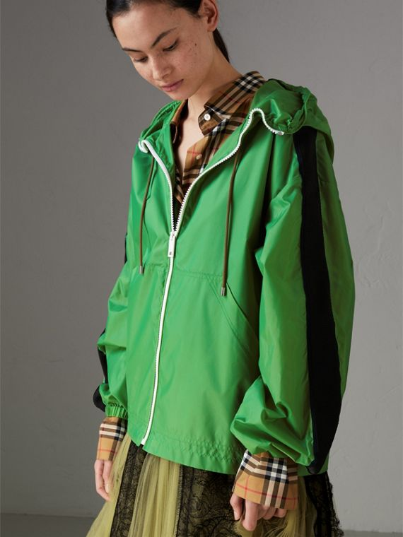 Stripe Detail Showerproof Hooded Jacket in Bright Pigment Green - Women | Burberry - cell image 3