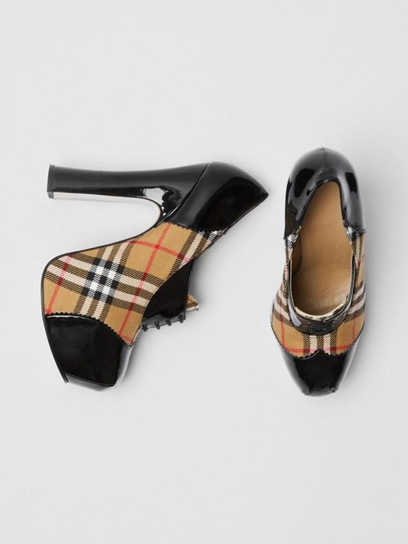 Chaussures à plateforme lacées en cuir verni et à motif Vintage check (Noir)