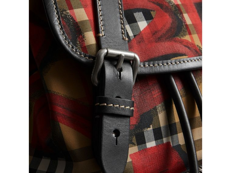 The Medium Rucksack mit Vintage Check- und Graffitimuster (Antikgelb/rot) - Damen | Burberry - cell image 1