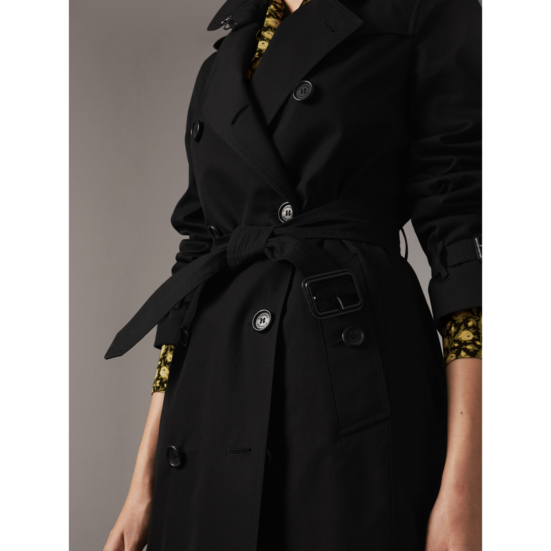 The Kensington – Long Trench Coat in Black - Women | Burberry - gallery image 5