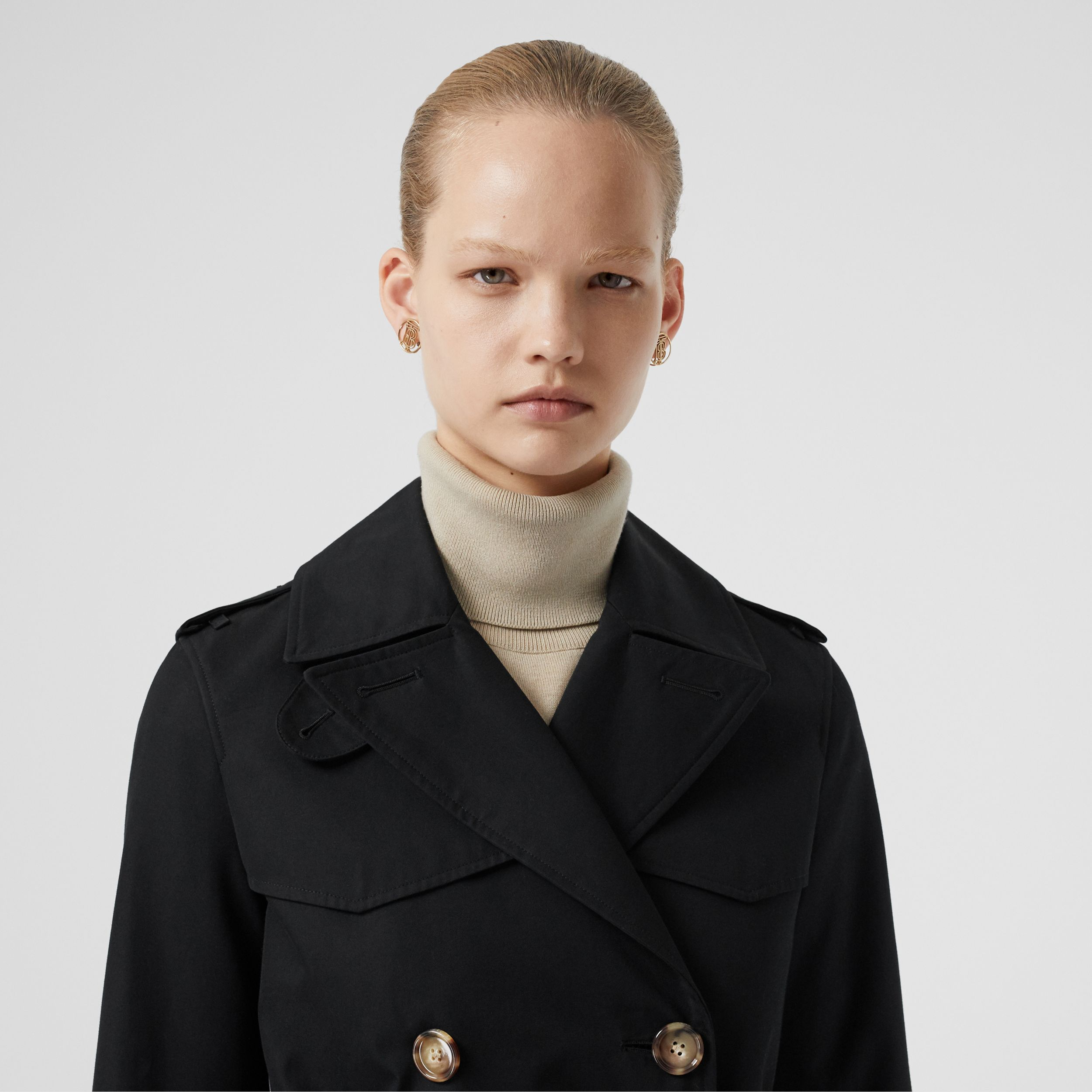 The Short Islington Trench Coat in Black - Women | Burberry - 2