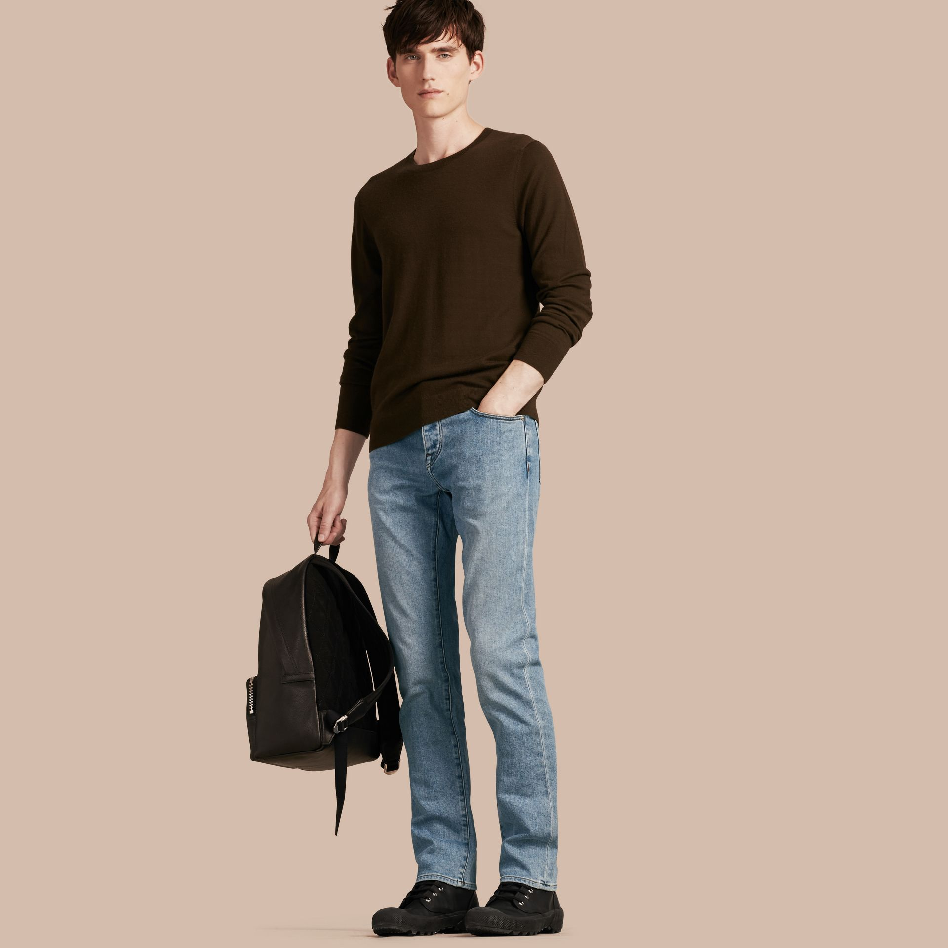 Jean stretch de coupe droite en denim japonais ultra-confortable - Homme | Burberry - photo de la galerie 1