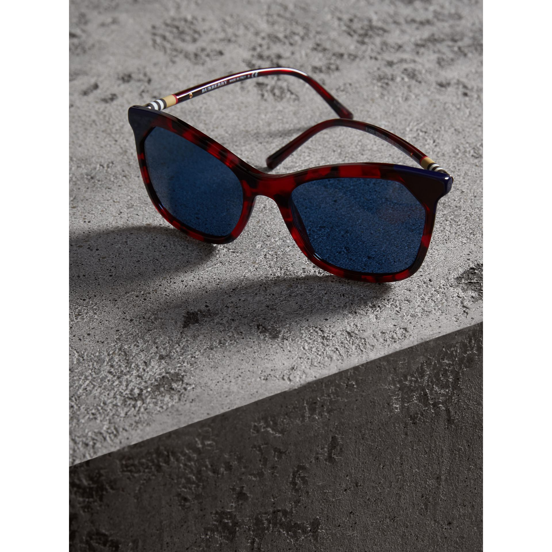 Marble-effect Square Frame Sunglasses in Red - Women | Burberry Australia - gallery image 2