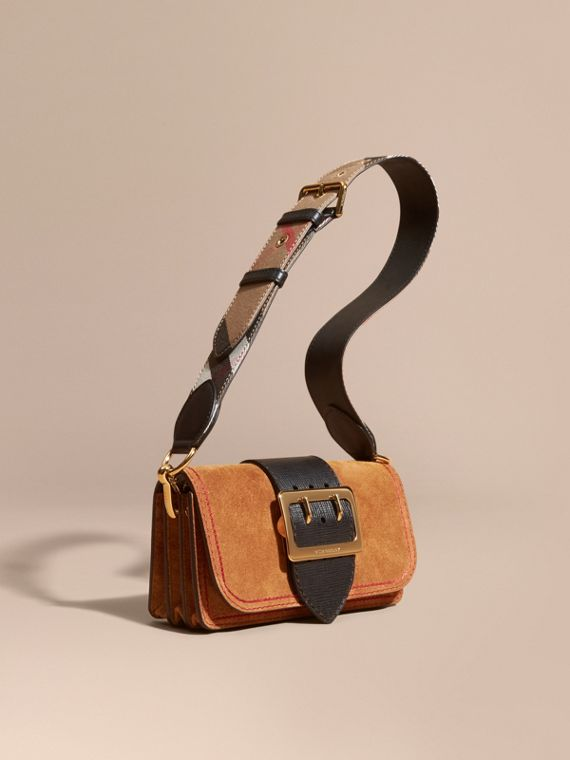 The Small Buckle Bag in Suede with Topstitching Bright Toffee/black