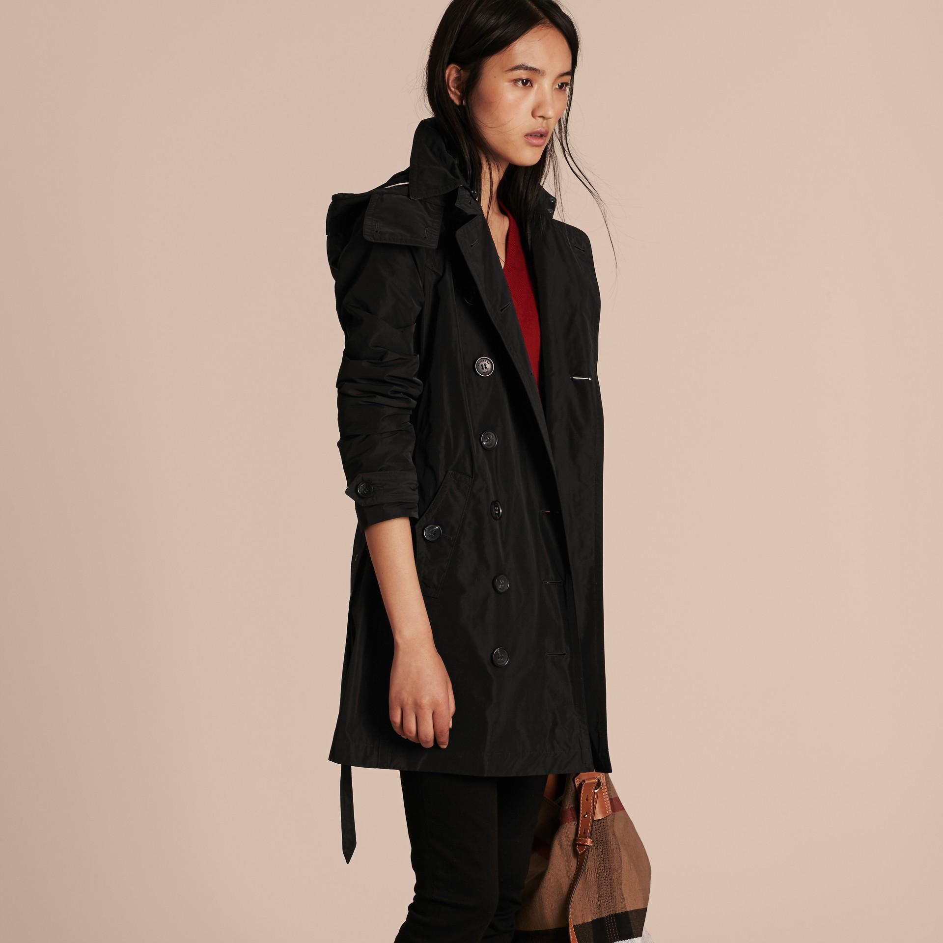 Noir Trench-coat en taffetas à capuche amovible Noir - photo de la galerie 6