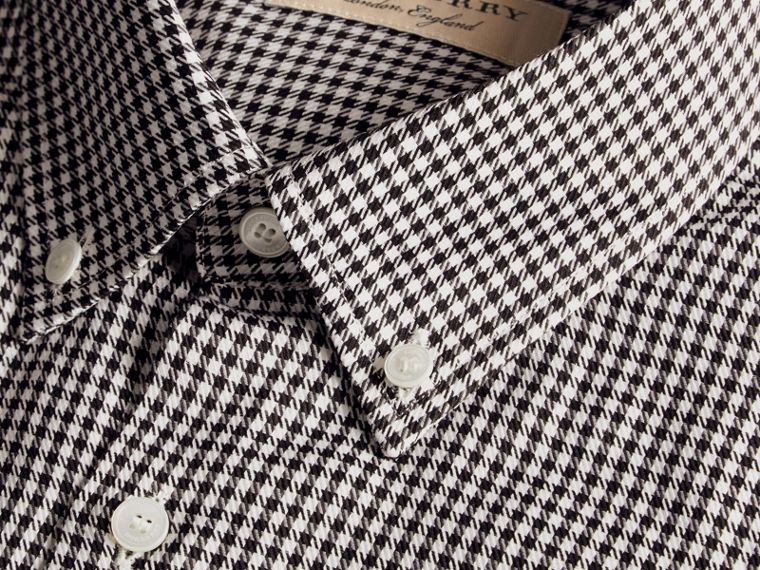Nero Camicia moderna in cotone con motivo a quadretti e colletto button-down Nero - cell image 1