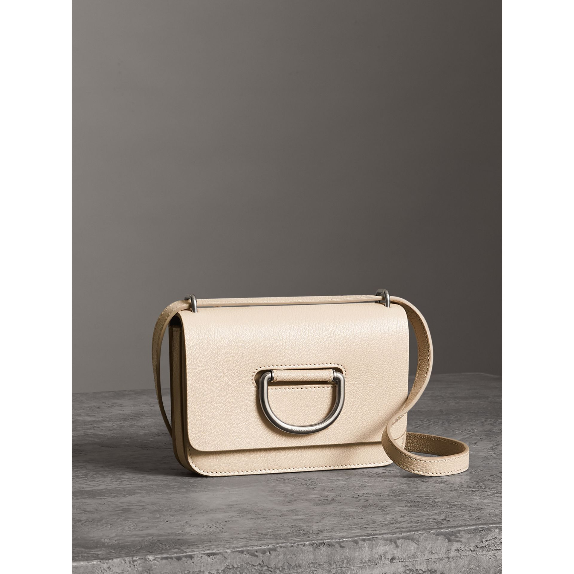 Mini sac The D-ring en cuir (Stone) - Femme | Burberry Canada - photo de la galerie 6