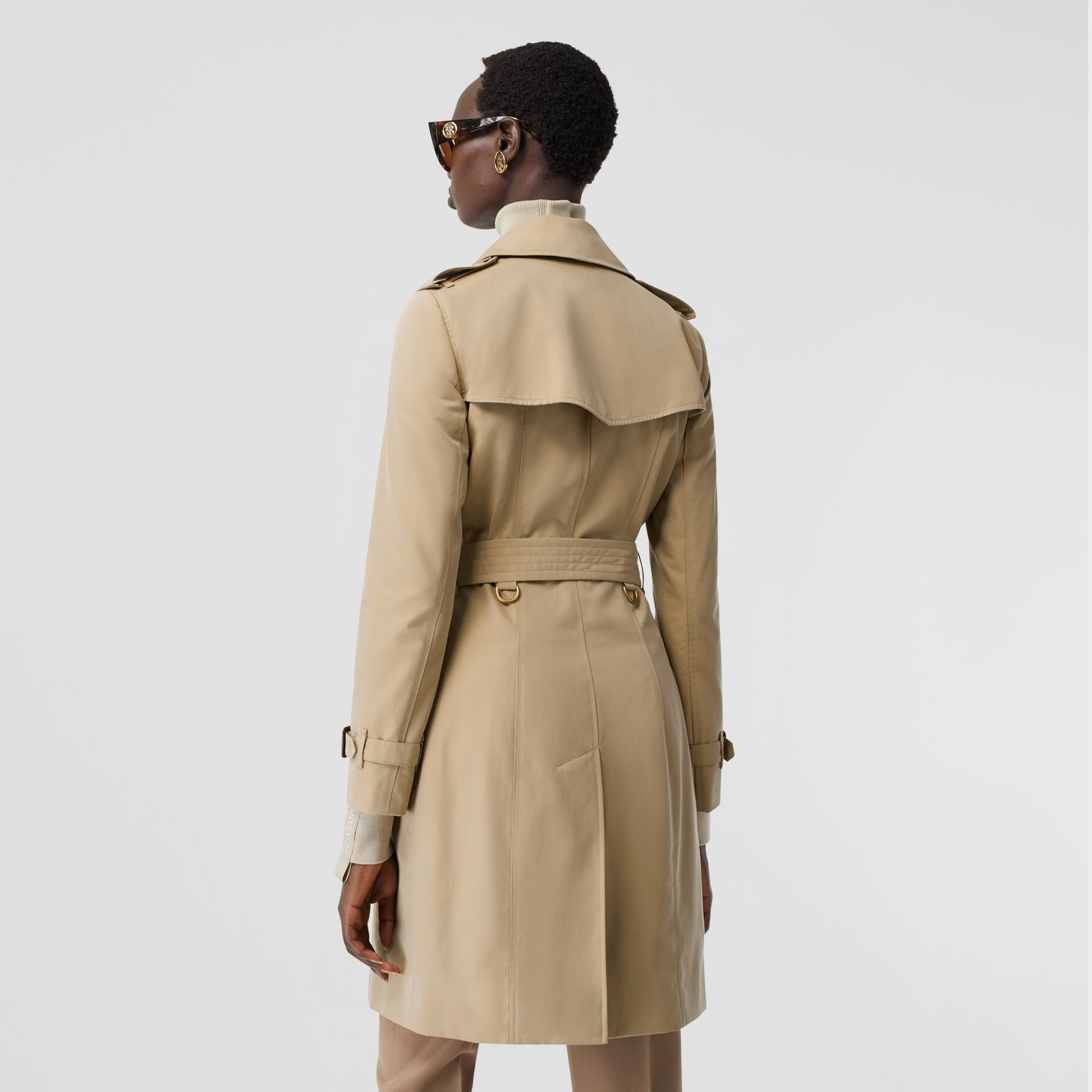 The Mid-length Chelsea Heritage Trench Coat in Honey | Burberry Canada - gallery image 6