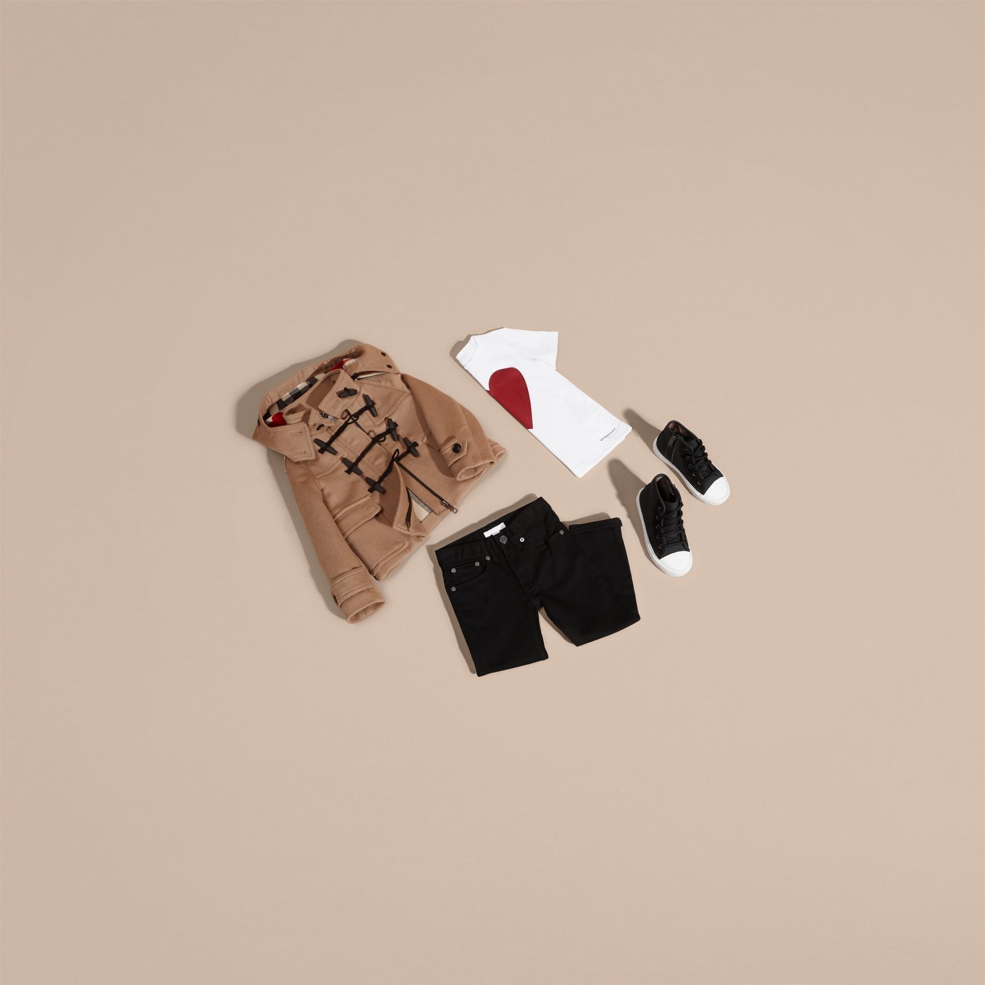 Neues camelfarben Dufflecoat aus Wolle mit einem Futter mit Check- und Herzmuster - Galerie-Bild 5