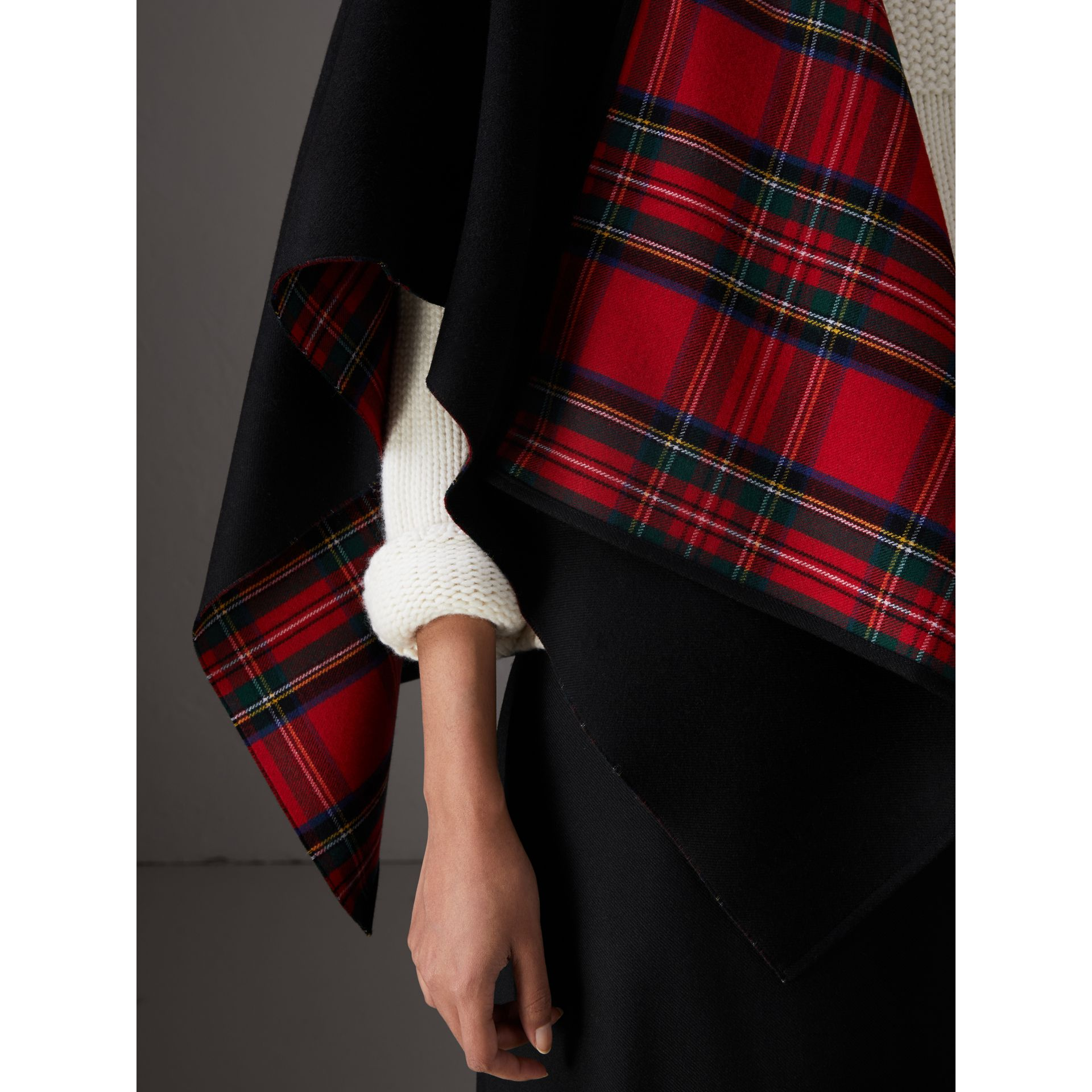 Reversible Cropped Tartan Wool Poncho in Black | Burberry Canada - gallery image 1