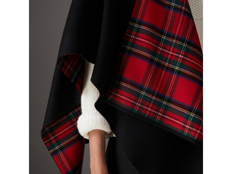 Reversible Cropped Tartan Wool Poncho in Black | Burberry - cell image 1