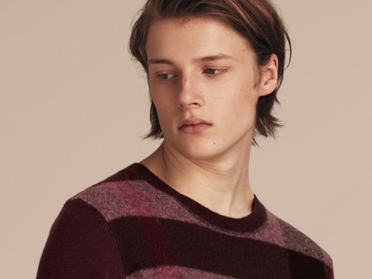 Graphic Check Cashmere Cotton Sweater in Burgundy Red - cell image 4