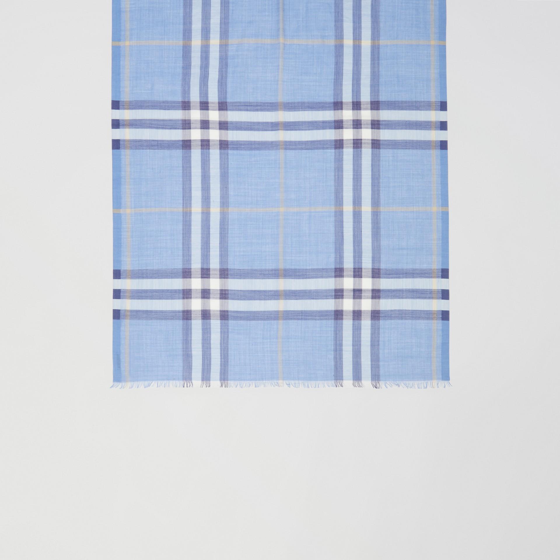 Leichter Schal aus Wolle und Seide mit Karomuster (Glockenblumenfarben) | Burberry - Galerie-Bild 2