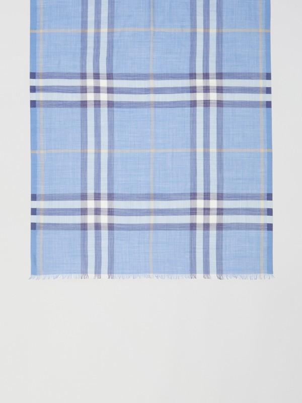 Leichter Schal aus Wolle und Seide mit Karomuster (Glockenblumenfarben) | Burberry - cell image 2