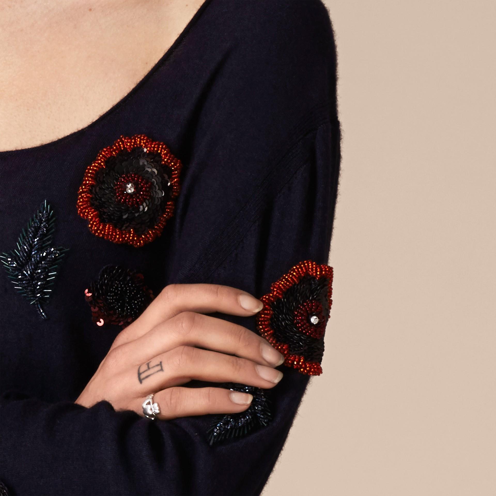 Navy Pullover in misto lana con perline cucite a mano - immagine della galleria 4