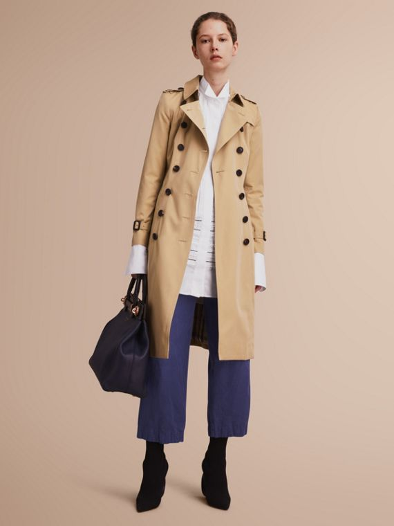 The Chelsea – Extra-long Heritage Trench Coat in Honey - Women | Burberry