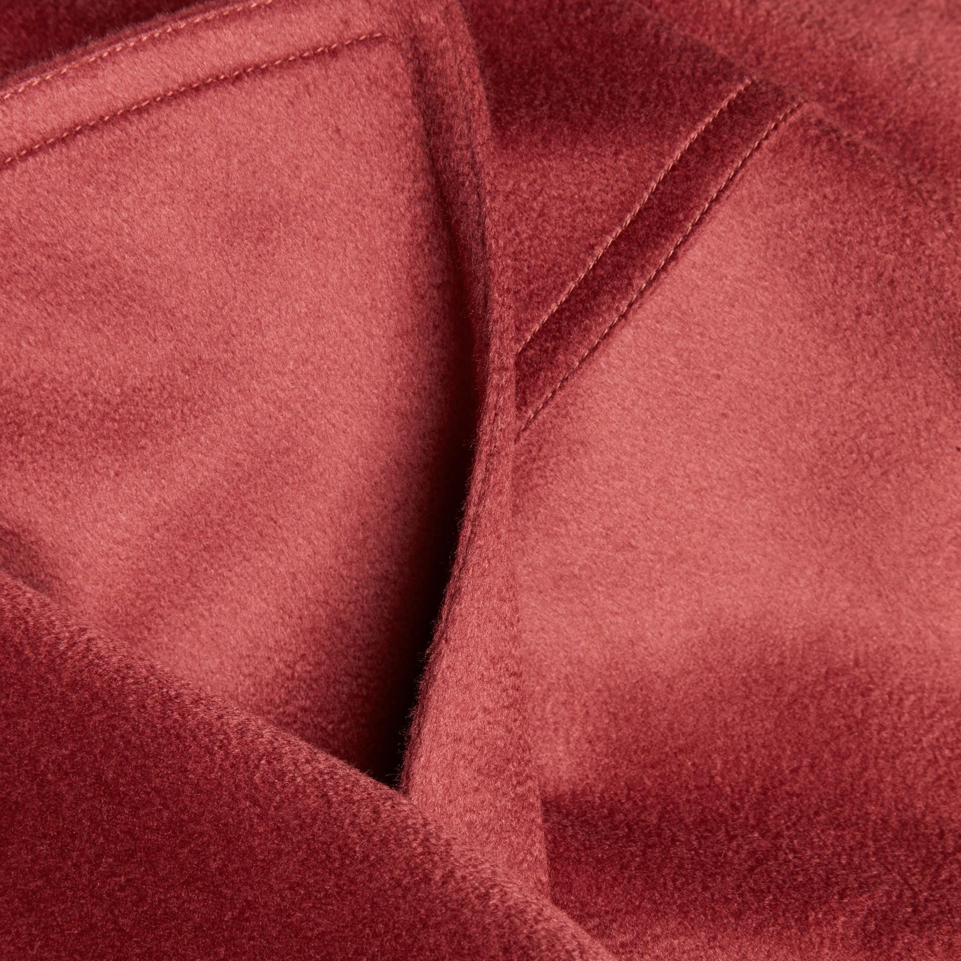 Rose pivoine cendrée Trench-coat portefeuille en cachemire Rose Pivoine Cendrée - photo de la galerie 2