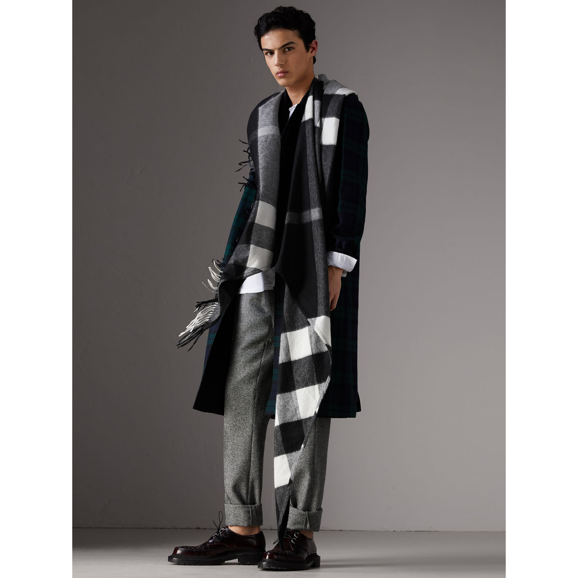 Check Cashmere Wrap in Black | Burberry Singapore - gallery image 6