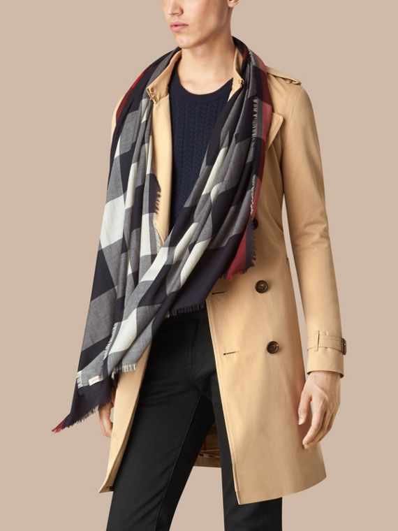 Navy The Lightweight Cashmere Scarf in Check Navy - cell image 2