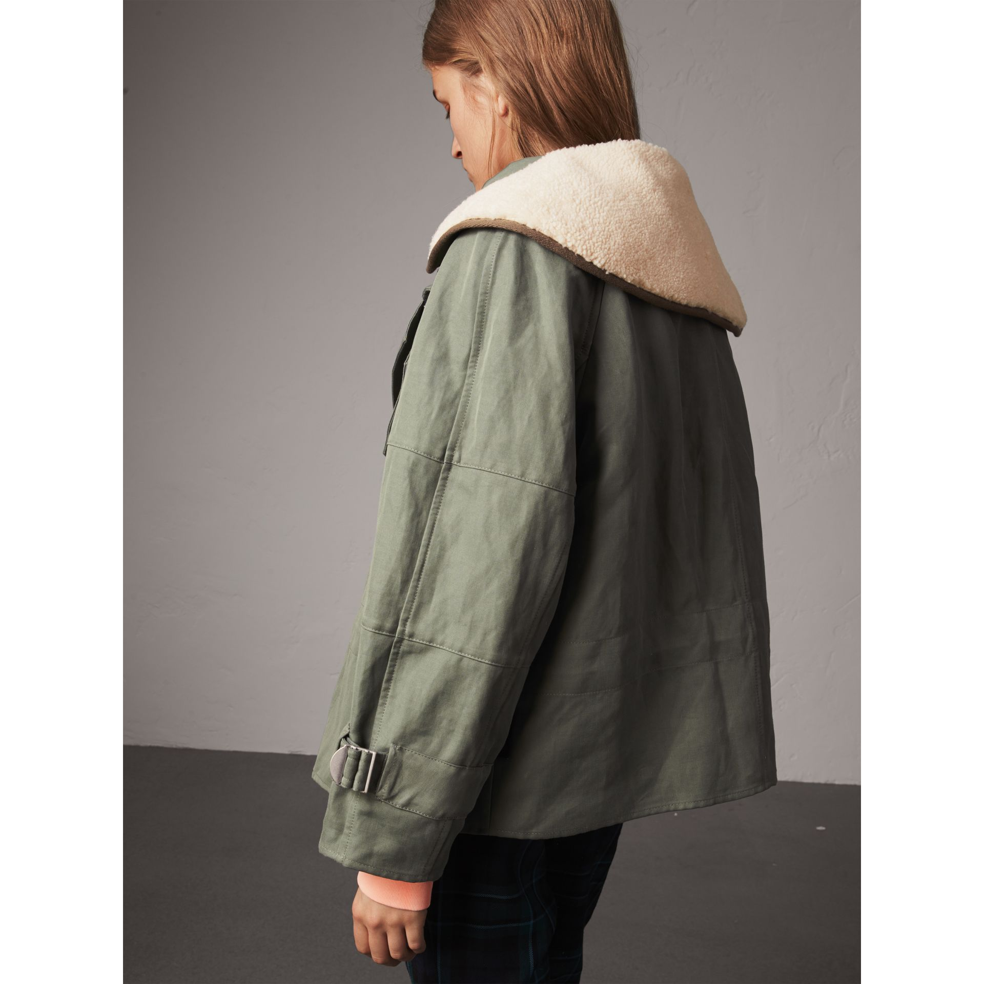 Ramie Cotton Jacket with Shearling Warmer in Slate Green - Women | Burberry United Kingdom - gallery image 2