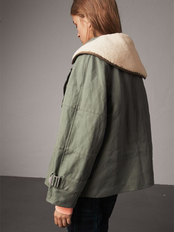 Ramie Cotton Jacket with Shearling Warmer in Slate Green - Women | Burberry United Kingdom - cell image 2