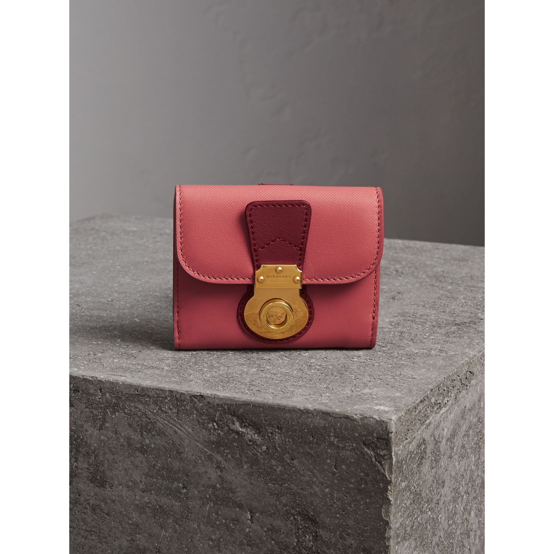Two-tone Trench Leather Wallet in Blossom Pink/ Antique Red - Women | Burberry - gallery image 5