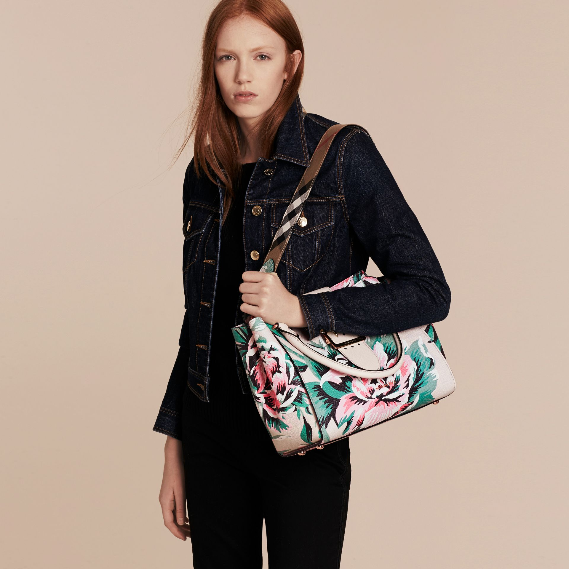 The Medium Buckle Tote in Peony Rose Print Leather in Natural/emerald Green - gallery image 3