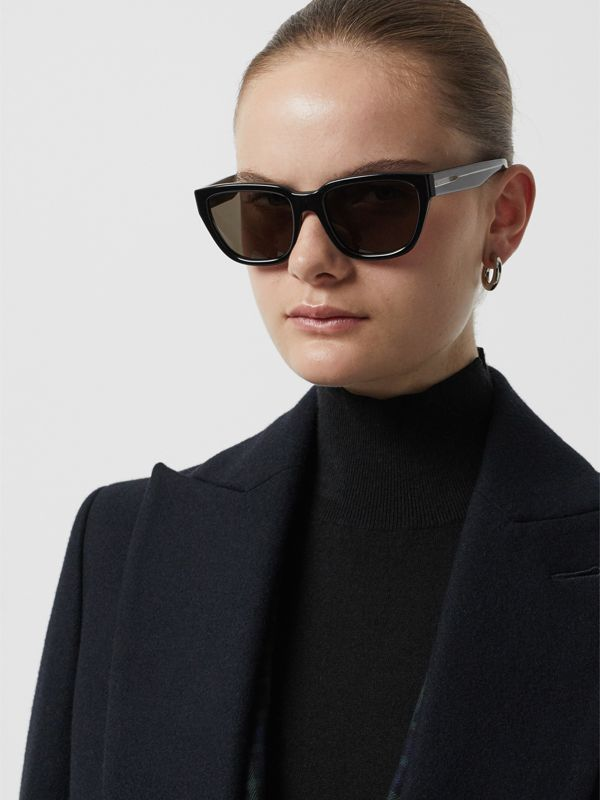Square Frame Sunglasses in Black - Women | Burberry Canada - cell image 2