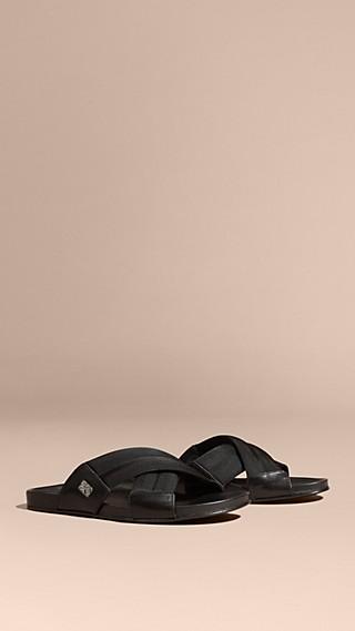 Sandales en cuir et toile technique avec ornements check