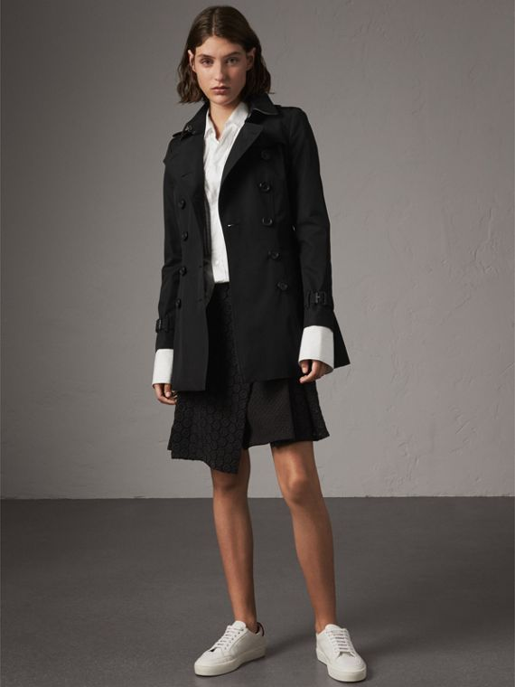 The Chelsea – Short Trench Coat in Black
