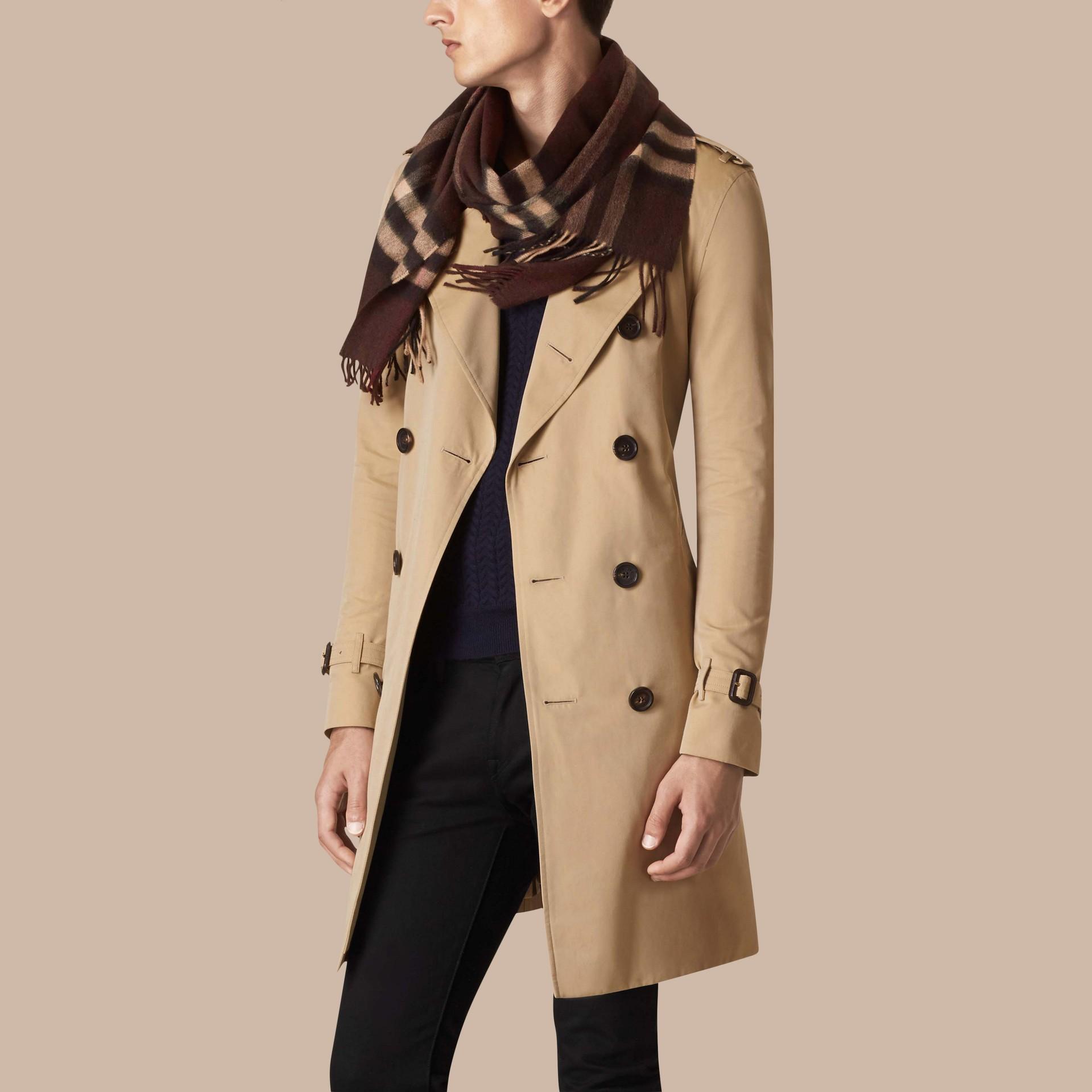 Check marrone castagna scuro Sciarpa in cashmere classica con motivo check Marrone Castagna Scuro - immagine della galleria 4