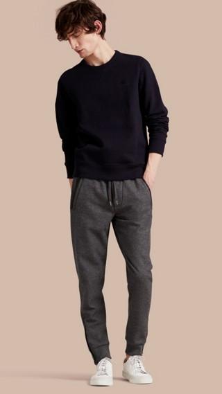 Pantalon de survêtement en laine technique avec bordures en cuir