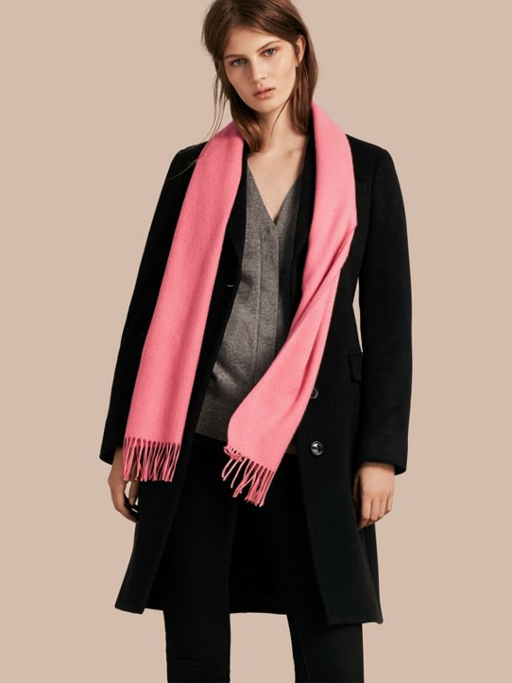 The Classic Cashmere Scarf in Rose Pink - cell image 2