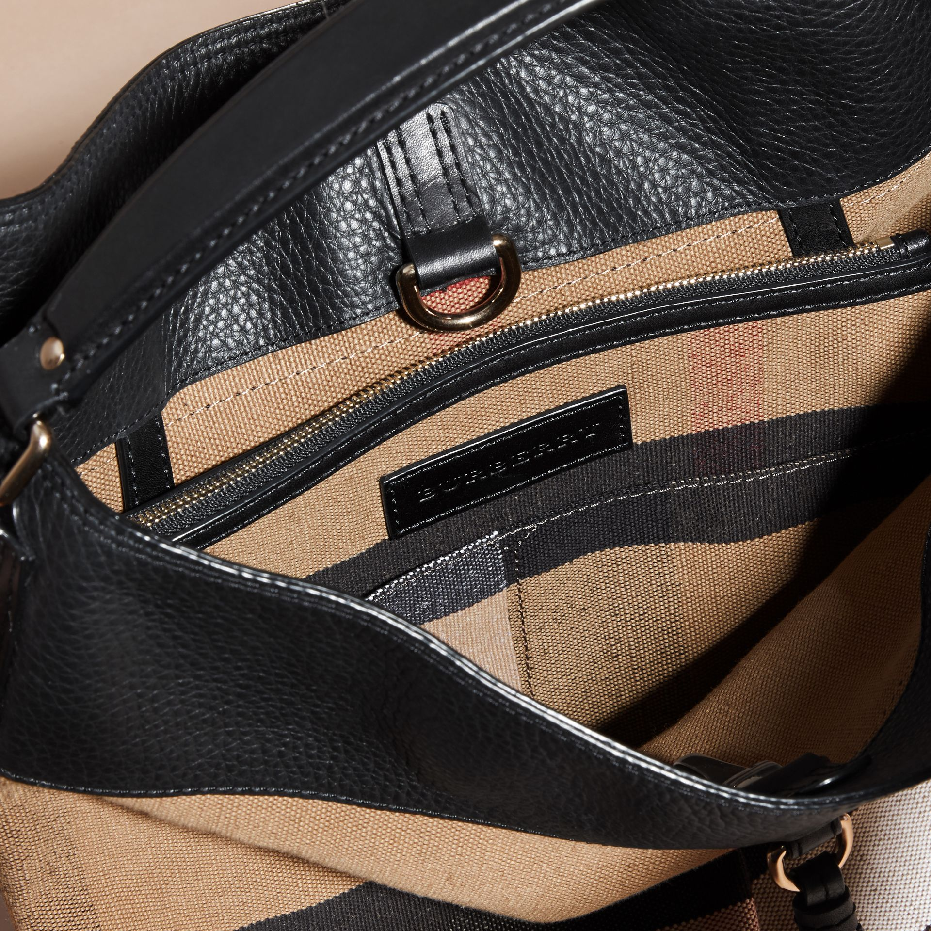 The Ashby media con pelle e motivo Canvas check (Nero/nero) - Donna | Burberry - immagine della galleria 6