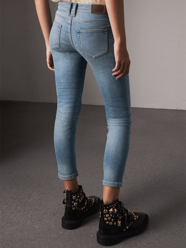 Skinny Fit Low-rise Cropped Jeans in Mid Indigo - Women | Burberry - cell image 2