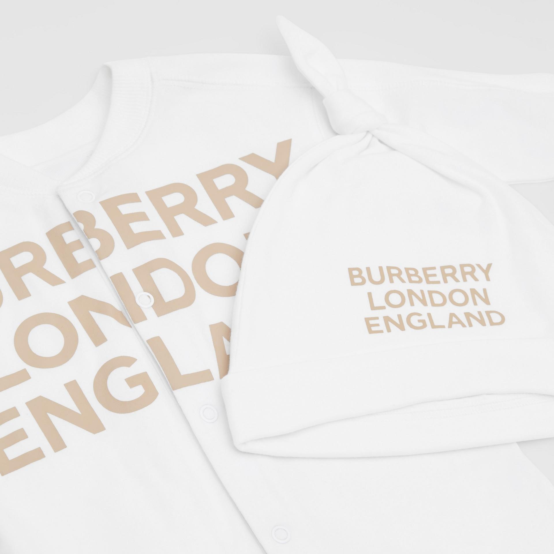 Set regalo da due pezzi in cotone biologico per neonato con stampa del logo (Bianco) - Bambini | Burberry - immagine della galleria 1
