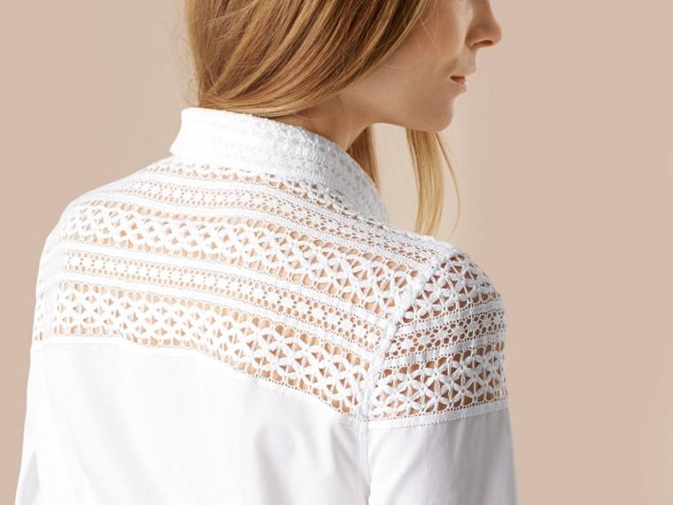 Bianco Camicia in cotone con dettagli in pizzo macramè - cell image 4