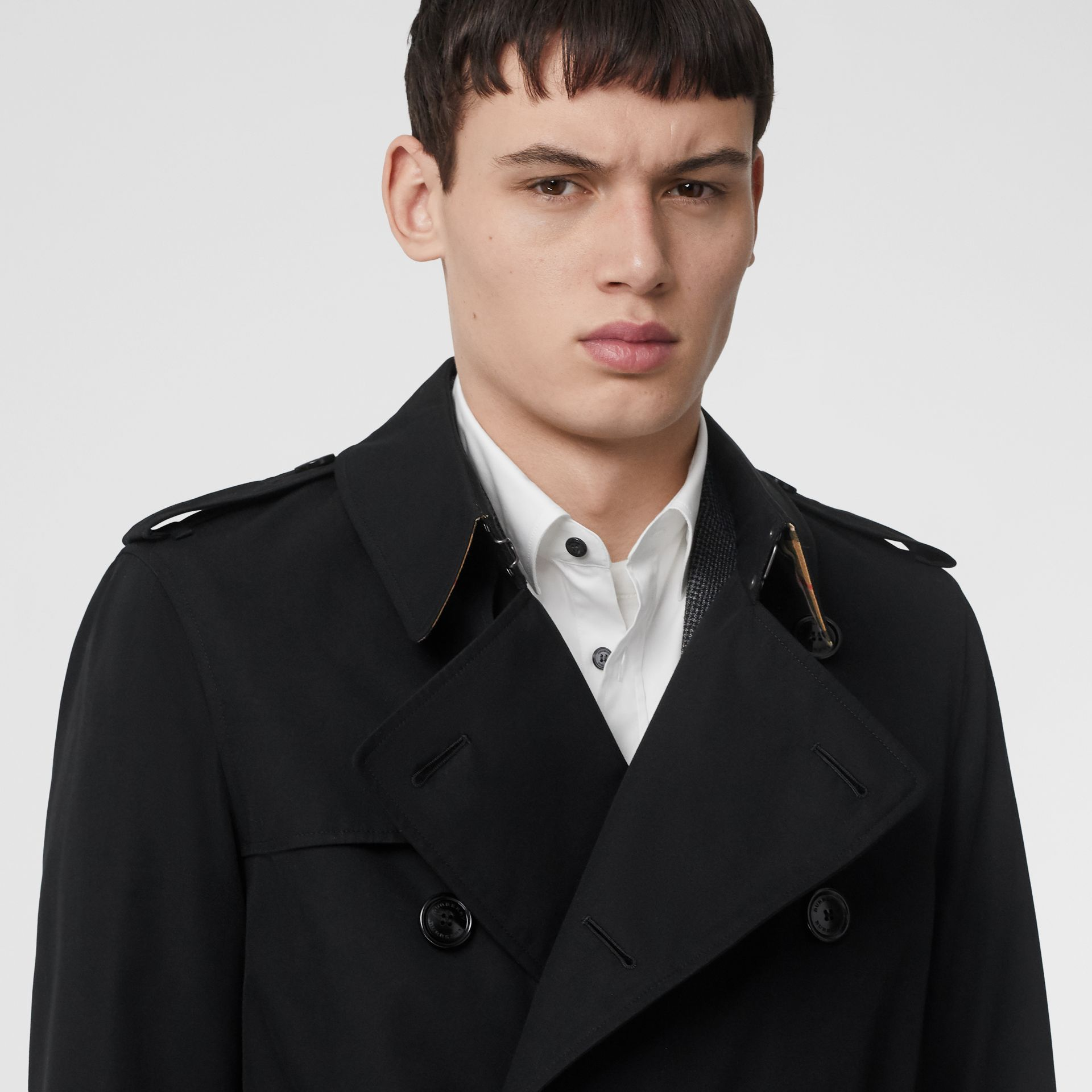 Short Chelsea Fit Trench Coat in Black - Men | Burberry - gallery image 4