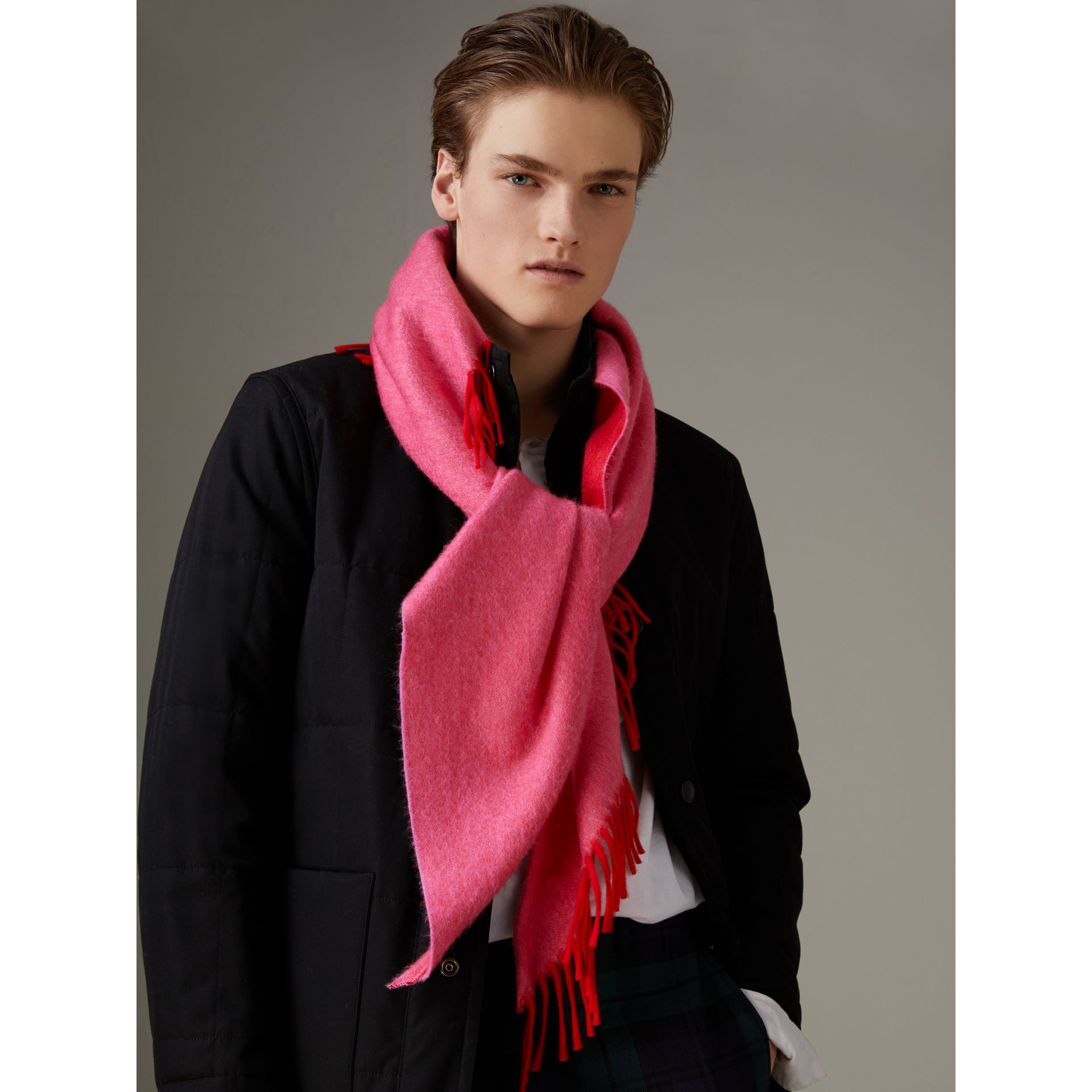 Bandana Burberry en cachemire (Rouge Vif) | Burberry - photo de la galerie 7