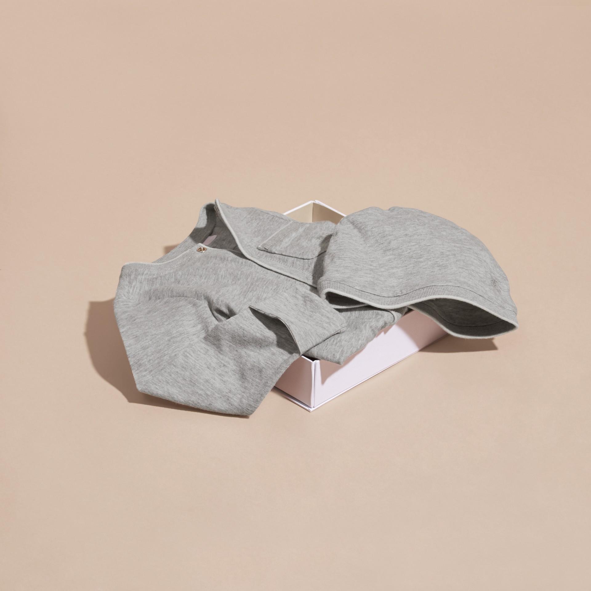 Mezcla de gris Conjunto de regalo para bebé de dos piezas en algodón - imagen de la galería 4