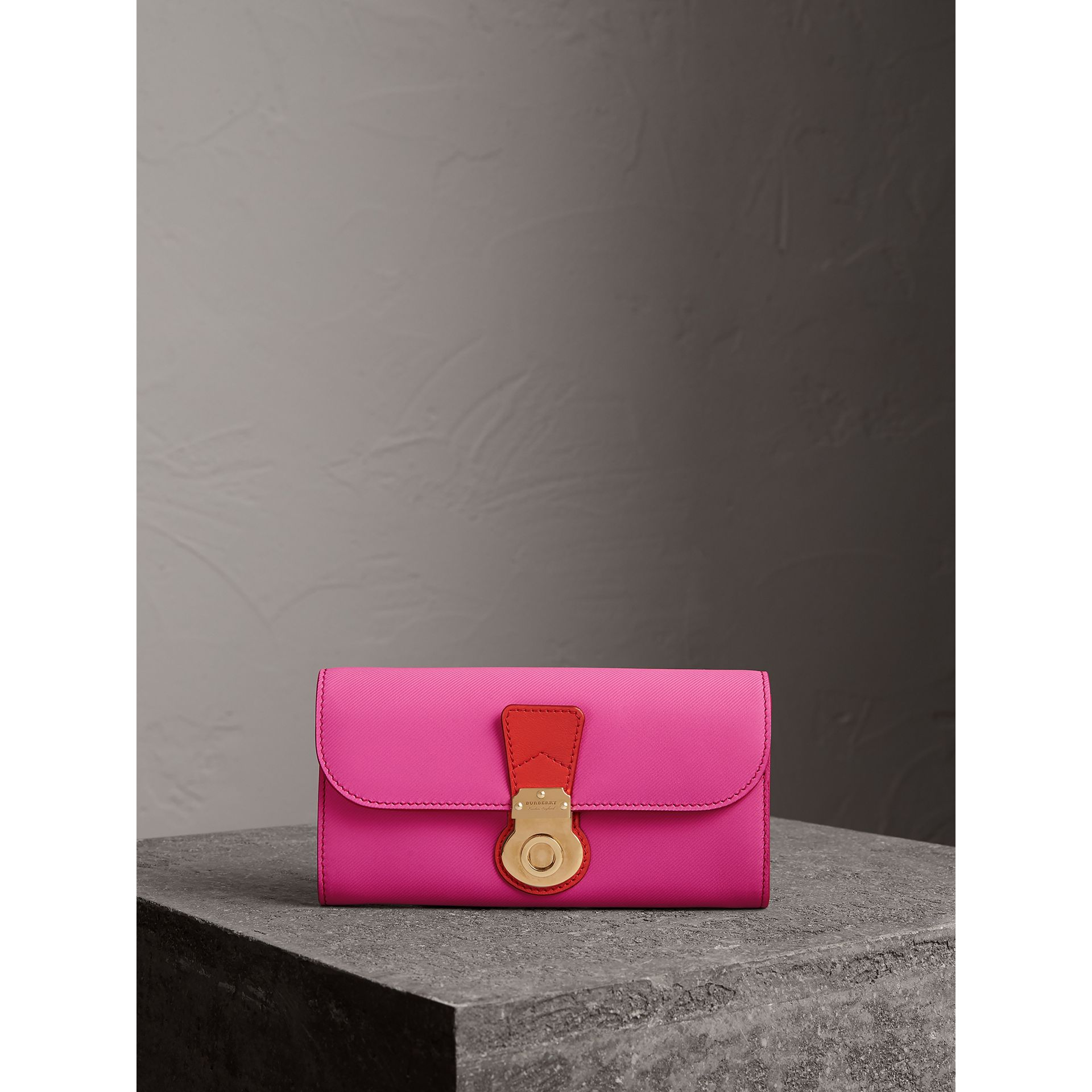 Two-tone Trench Leather Continental Wallet in Rose Pink/orange Red - Women | Burberry United Kingdom - gallery image 4