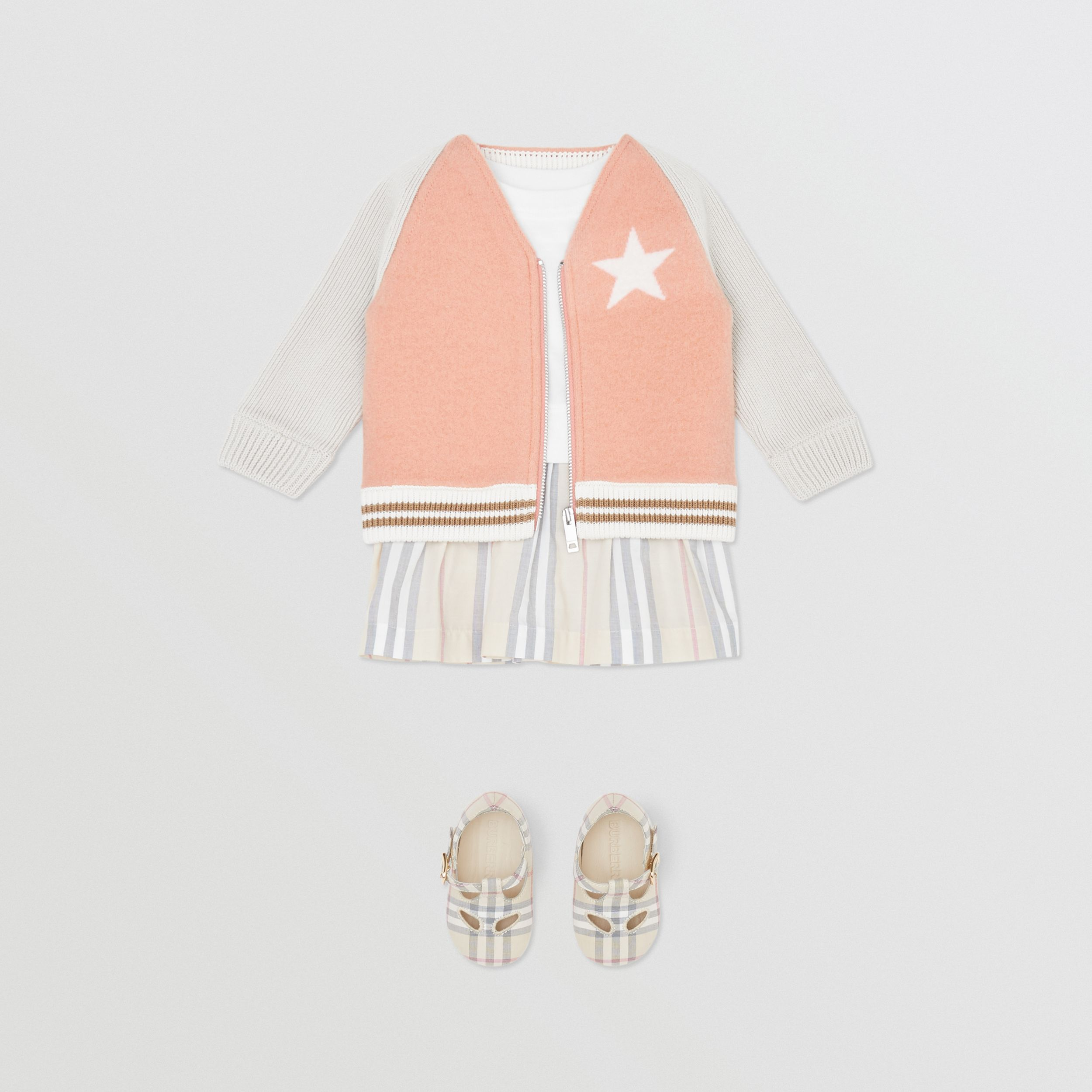 Star Motif Contrast Knitted Sleeve Merino Wool Jacket in Peach - Children | Burberry - 3