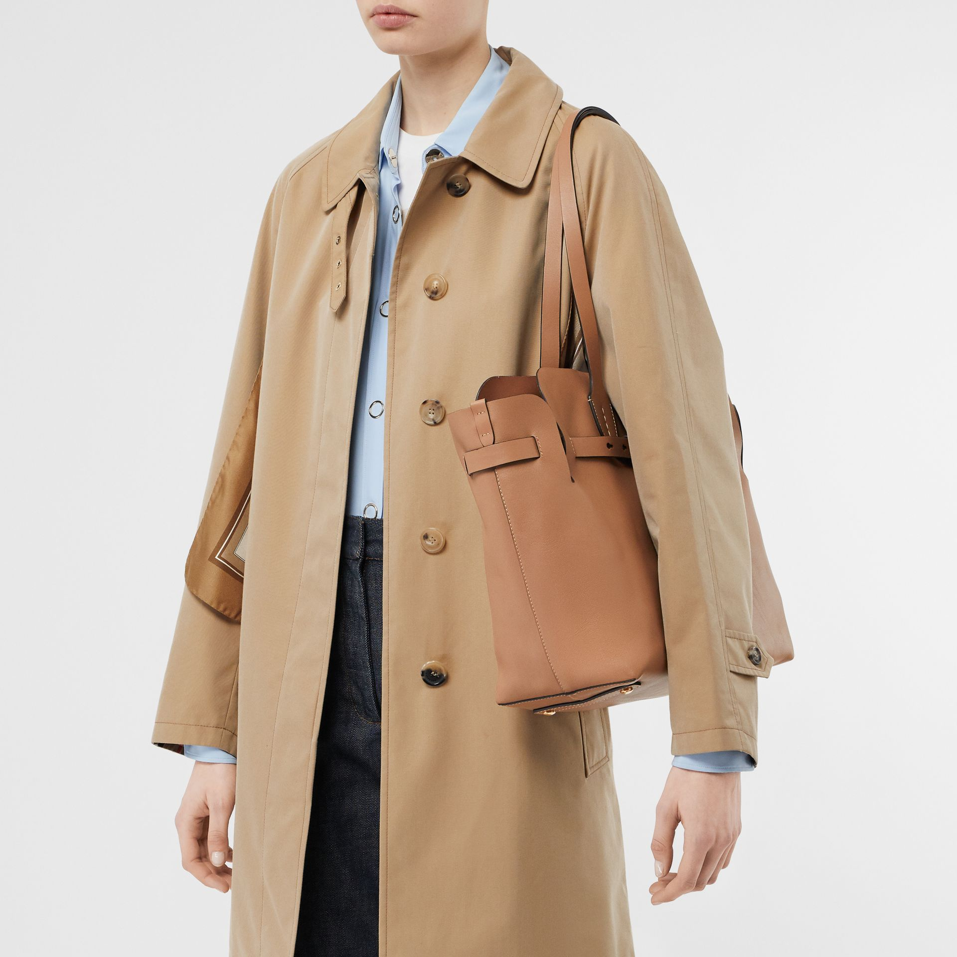 Sac The Belt moyen en cuir doux (Camel Clair) - Femme | Burberry - photo de la galerie 2