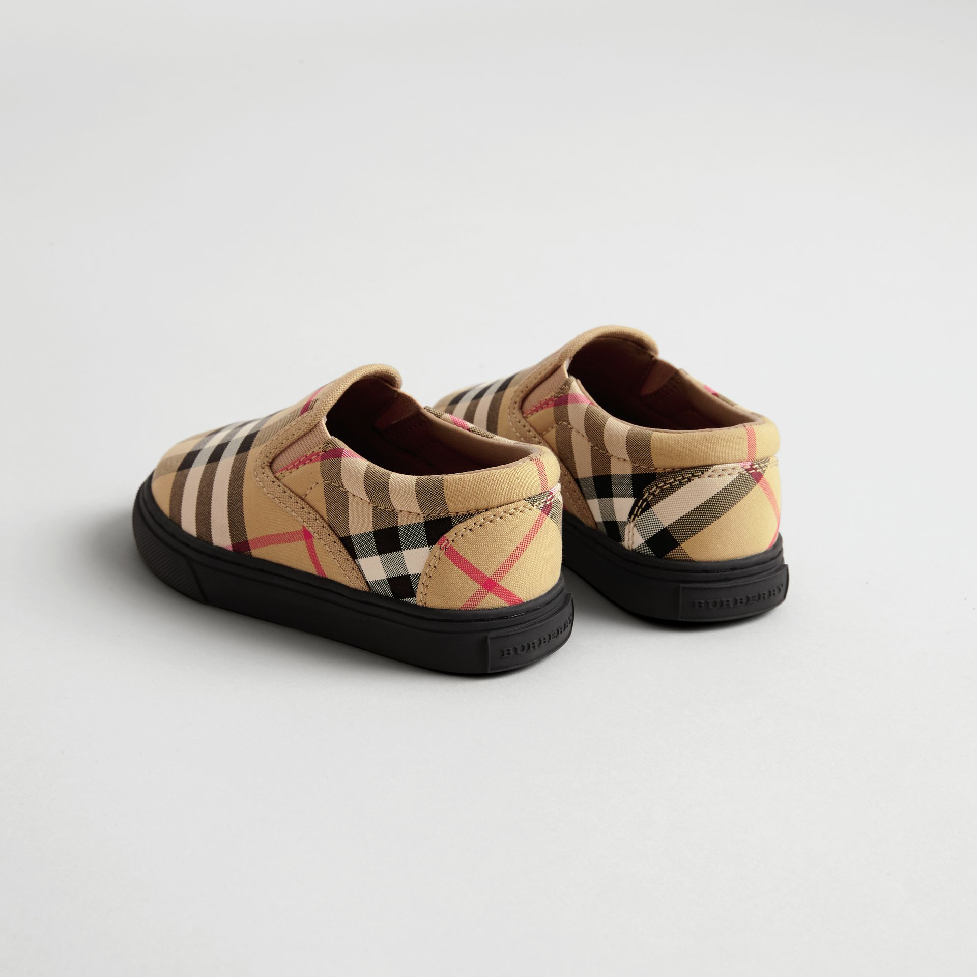 Sneakers sans lacets en cuir à motif Vintage check (Jaune Antique/noir) - Enfant | Burberry Canada - photo de la galerie 2